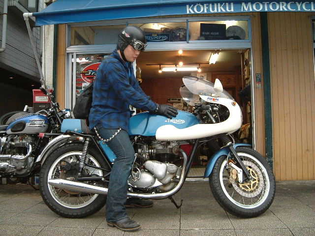 T140 CAFERACER 2004.10